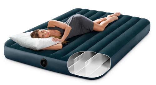 Nafukovací matrace s podélnými výztuhami pro pohodlnější ležení