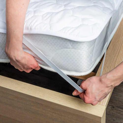 praktický chránič na matraci bílý