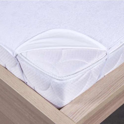 Praktický bílý matracový chránič