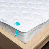 Prošívaný chránič matrace v bílém provedení