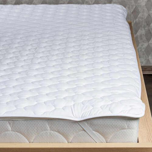 kvalitní bílý chránič matrace